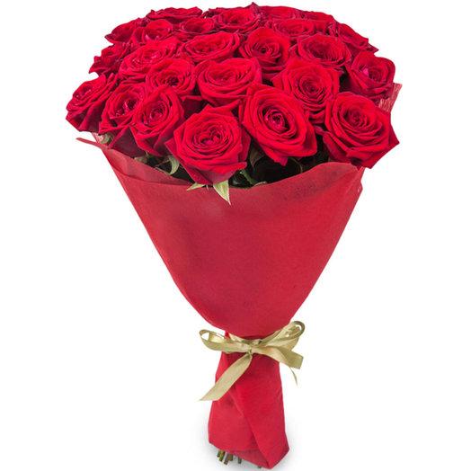 Букет ХИТ из красных роз в красном фетре: букеты цветов на заказ Flowwow