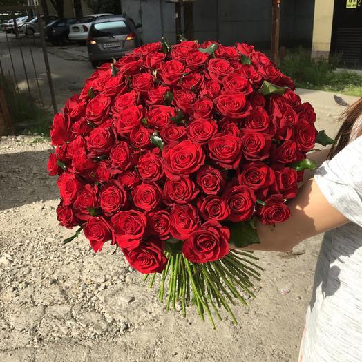 Букет из 101 красной местной розы 60 см: букеты цветов на заказ Flowwow
