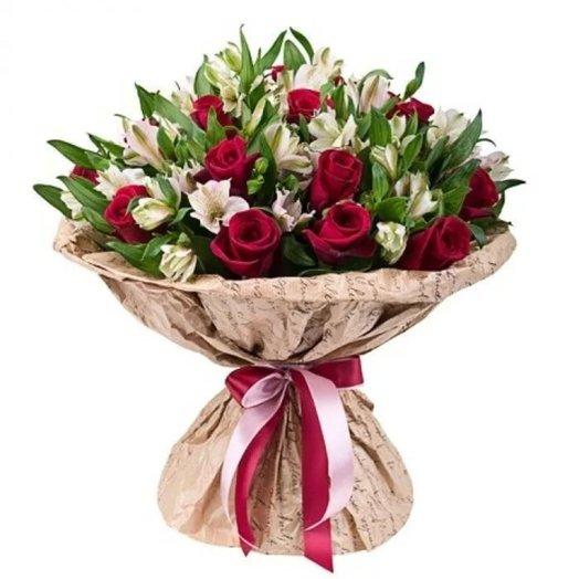 Букет роз и альстромерий Бордовый закат: букеты цветов на заказ Flowwow
