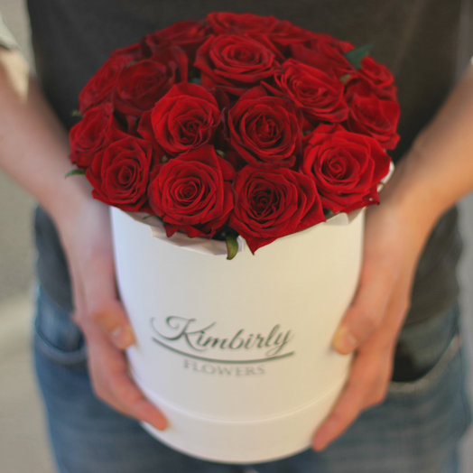 19 красных роз в коробке: букеты цветов на заказ Flowwow