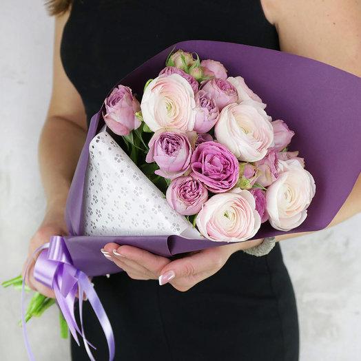 Букет из ранункулюсов и кустовых роз: букеты цветов на заказ Flowwow