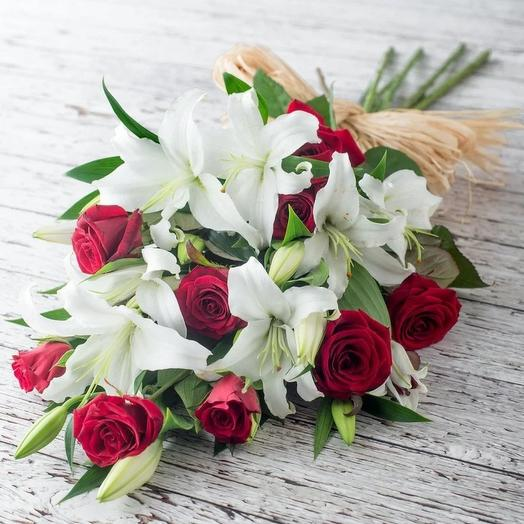 9 роз в лилиях: букеты цветов на заказ Flowwow