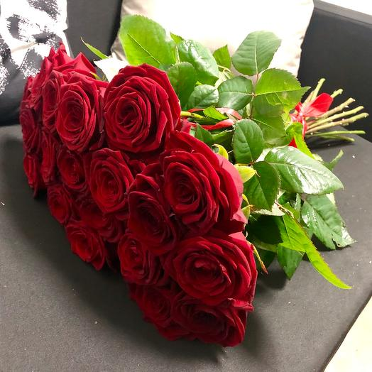 «Red Naomi»: букеты цветов на заказ Flowwow