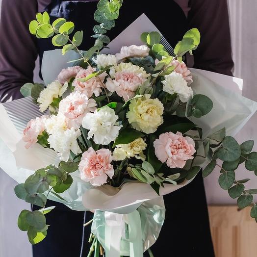 Гвоздика и эвкалипт: букеты цветов на заказ Flowwow