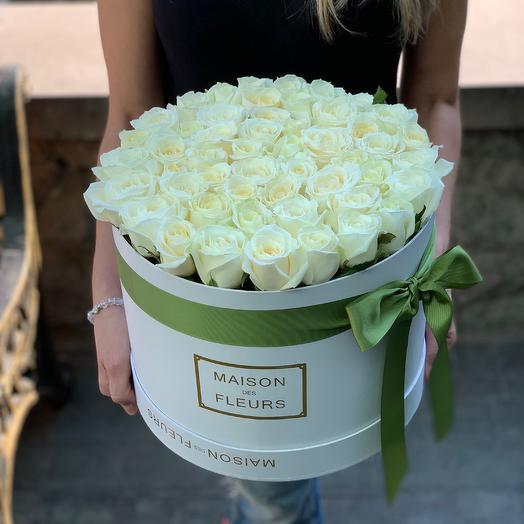 45 белых роз в Коробке