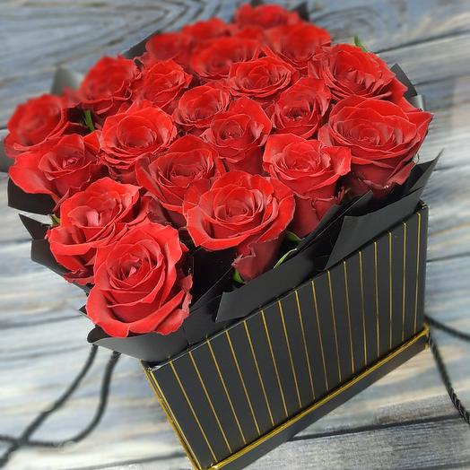 Розы Ред Париж в стильной коробке: букеты цветов на заказ Flowwow