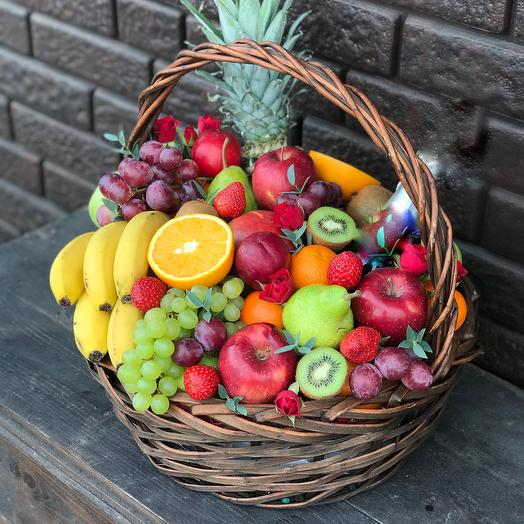 Корзина фруктов «Райский остров»: букеты цветов на заказ Flowwow
