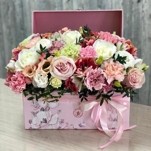 Цветочные сокровища - Коробка в цветами микс