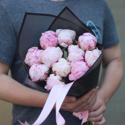 11 пионов в корейской упаковке: букеты цветов на заказ Flowwow