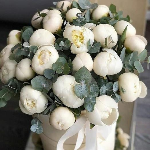 Пионы в коробке: букеты цветов на заказ Flowwow