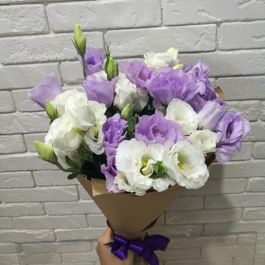 Букет из белой и сиреневой эустомы: букеты цветов на заказ Flowwow