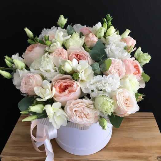 Коробочка с пионовидной розой