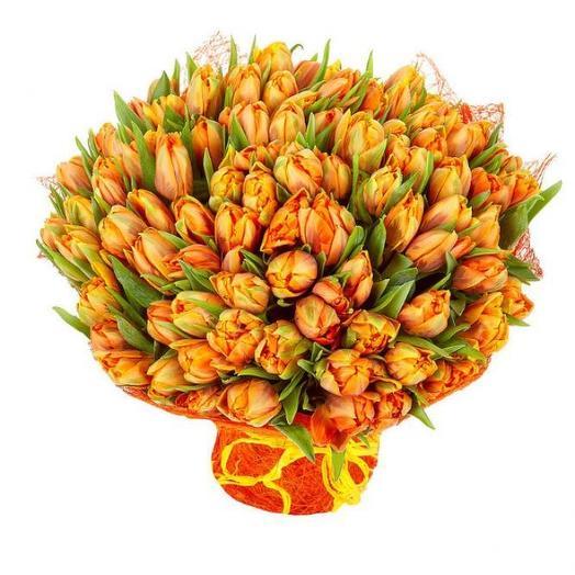 Тюльпаны пионовидные 101 шт с дизайнерской упаковкой: букеты цветов на заказ Flowwow