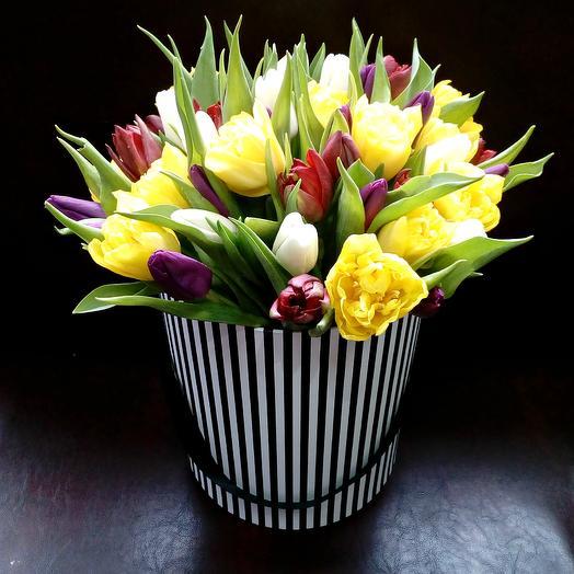 Тюльпановый микс в шляпной коробке 55