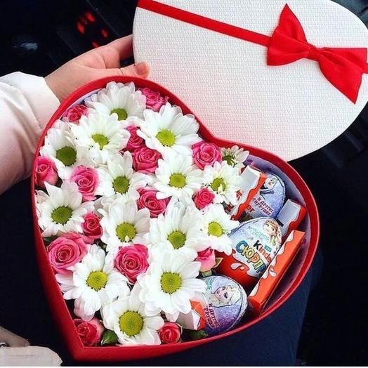 Сердце с цветами и шоколадом
