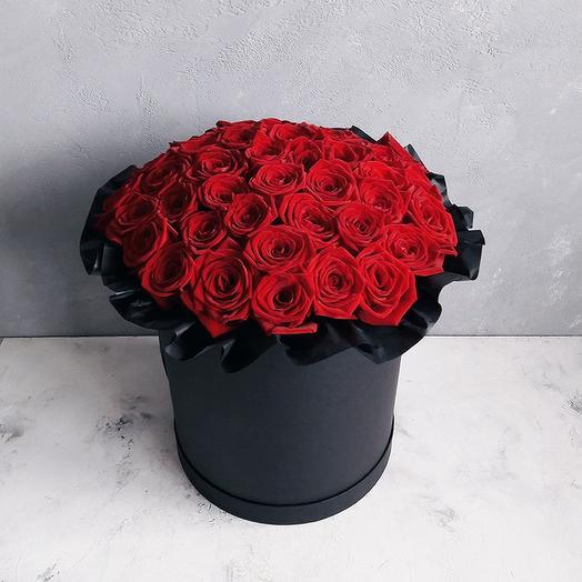 Красные розы в большой шляпной коробке: букеты цветов на заказ Flowwow