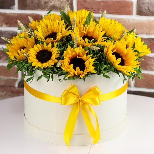 Коробка XXL с цветами. Сочные желтые подсолнухи. N536