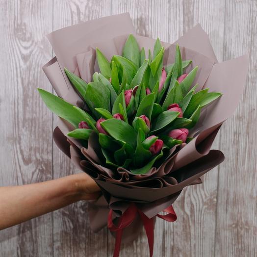 15 тюльпанов в дизайнерской упаковке