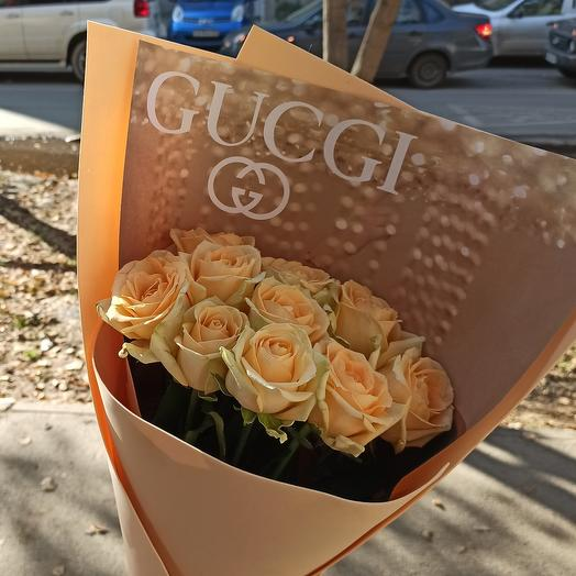 Bouquet of 11 peach roses