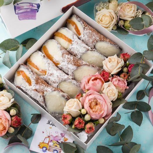 Подарочный набор 5 канноли с живыми цветами