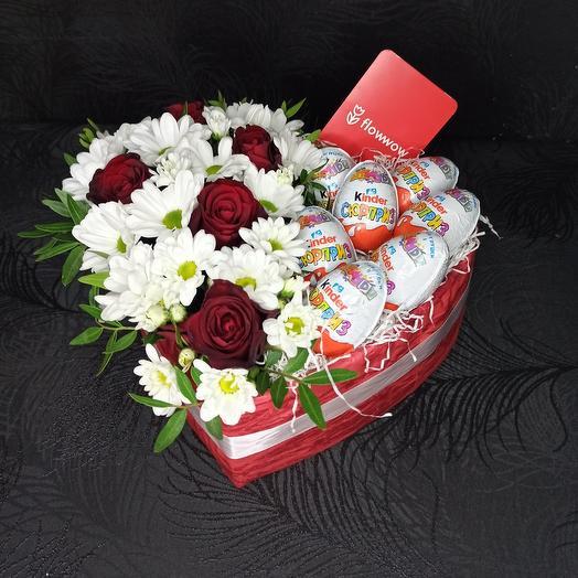 Сердце с киндерами и цветами