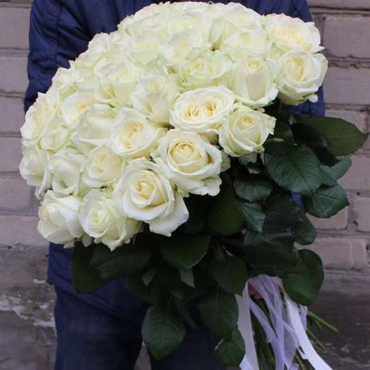 35 snow-white roses