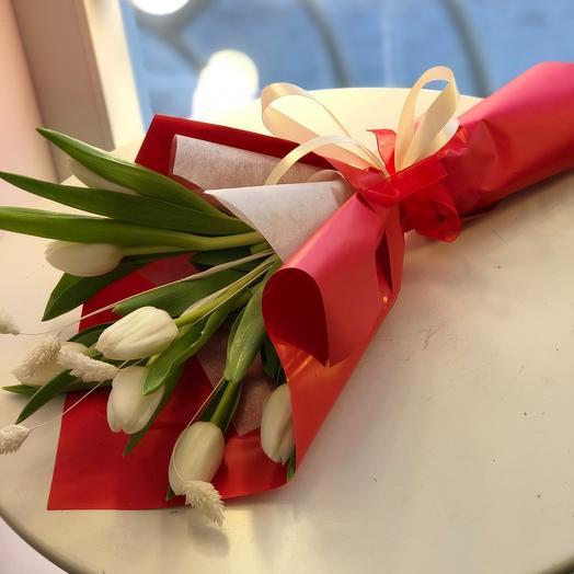 Тюльпаны в красном