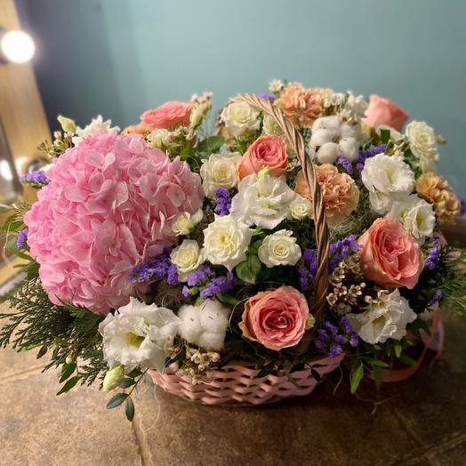 Корзина с цветами «Эмили»