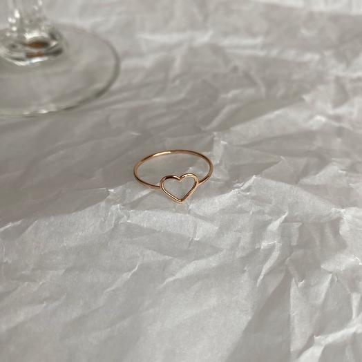 Кольцо из золота с тонким сердечком