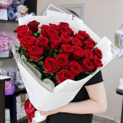 Букет из 31 красной розы 70 см