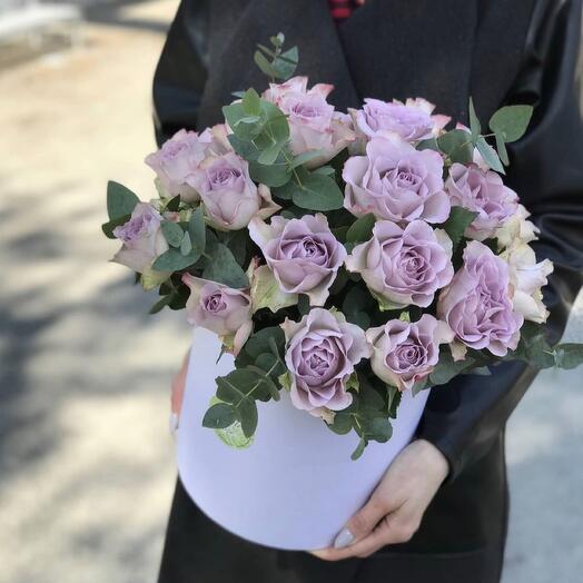 Лавандовые розы в коробке