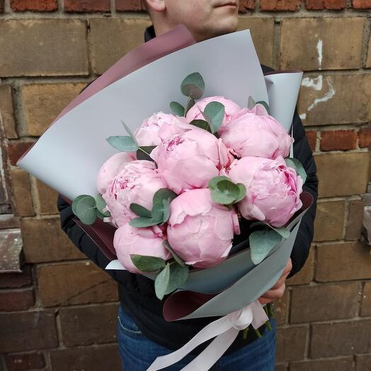 9 крупных розовых пионов