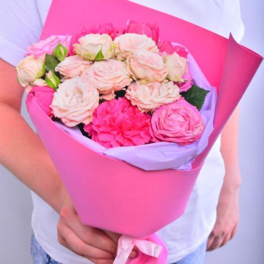 Букет из гвоздики и роз