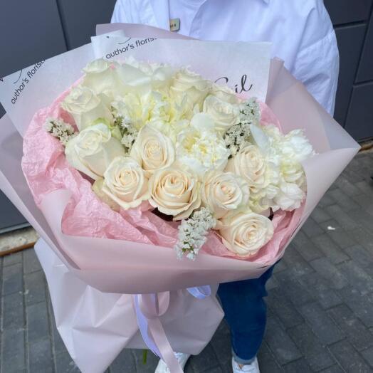 Букет Белоснежных Роз и Пион