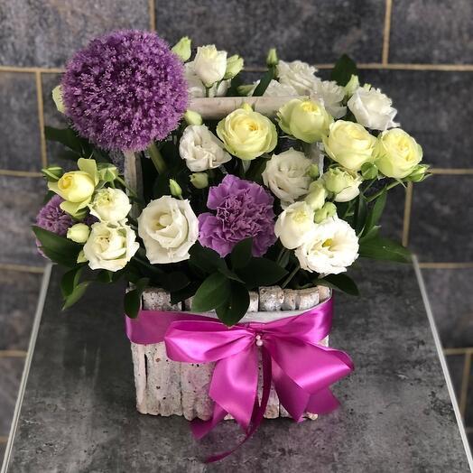 Цветы в коробке «Лунная соната»с лизиантусом