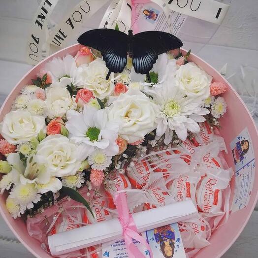 цветы и сладости с бабочкой