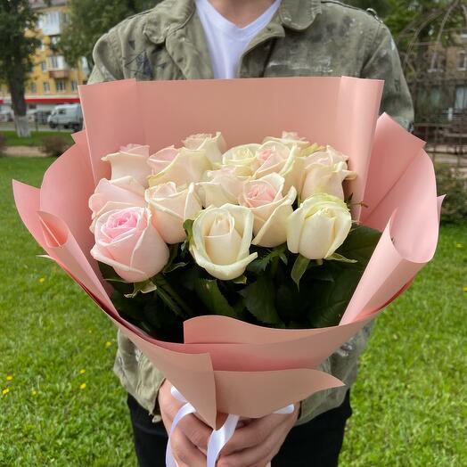 15 нежно розовых роз