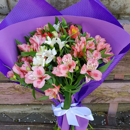 Букет из 35 Альстромерий: букеты цветов на заказ Flowwow