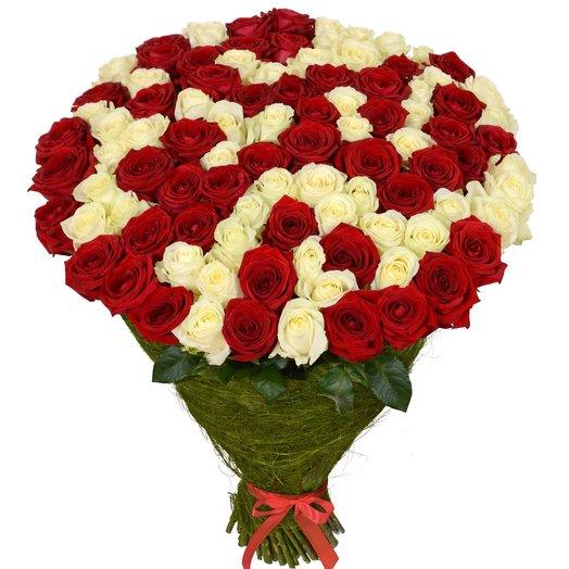 Букет из 101 красой и белой розы 50см