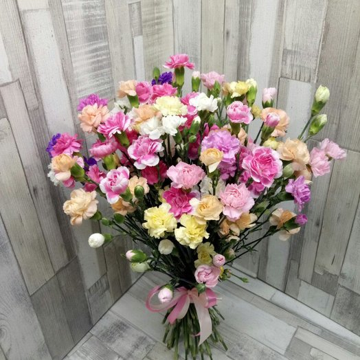 Букет из кустовых гвоздик: букеты цветов на заказ Flowwow