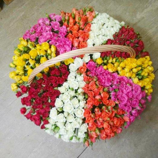 151 кустовая роза в корзине: букеты цветов на заказ Flowwow