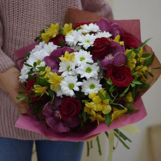 Сборный букет из роз Фридом и орхидей: букеты цветов на заказ Flowwow