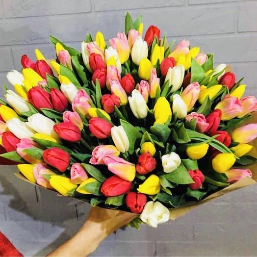 101 тюльпан микс в крафте: букеты цветов на заказ Flowwow
