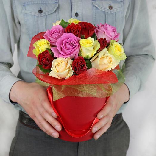 Композиция из 15 разноцветных роз в шляпной коробке: букеты цветов на заказ Flowwow