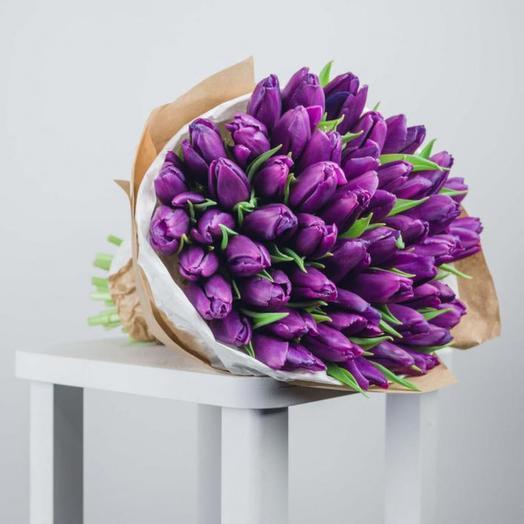 45 лиловых тюльпанов: букеты цветов на заказ Flowwow