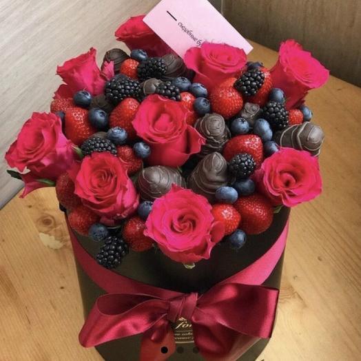 Клубничная коробочка «подарок»: букеты цветов на заказ Flowwow