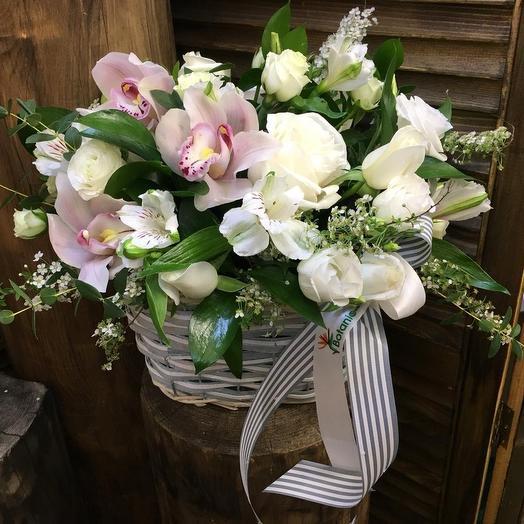 Корзина «Взмах Крыла»: букеты цветов на заказ Flowwow