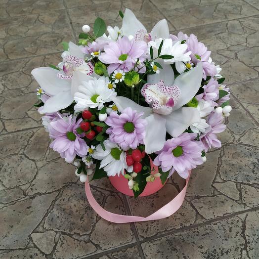 """Шляпная коробочка с орхидеями """"Нежность"""": букеты цветов на заказ Flowwow"""