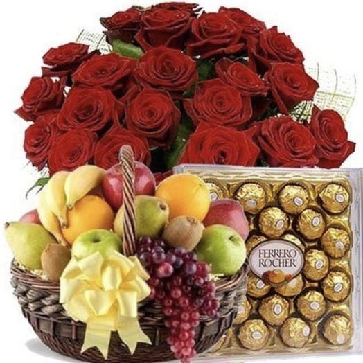 Набор из роз, конфет и фруктов