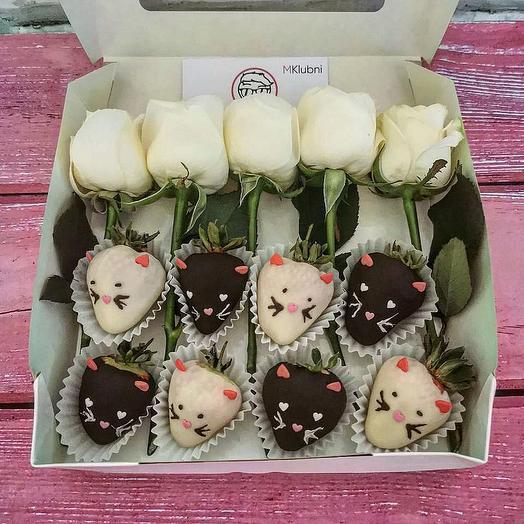 Котята из клубники в шоколаде и роз: букеты цветов на заказ Flowwow